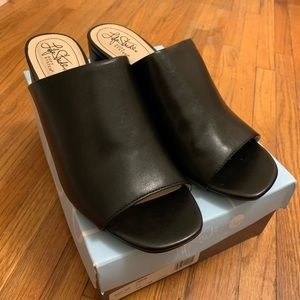 Lifestride black heels
